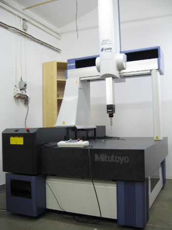 3D Messmachine MITUTOYO Crysta Apex C7106-C